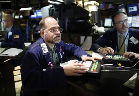 Brian Bartsch (C) works on last minute trades on the floor of the New York Stock Exchange, just before the closing bell, November 6, 2012. REUTERS/Chip East
