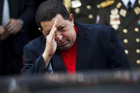 Venezuela's President Hugo Chavez salutes Brazil's Foreign Minister Antonio Patriota as he leaves in a car after their meeting at the Miraflores Palace in Caracas November 1, 2012. REUTERS/Carlos Garcia Rawlins