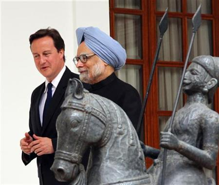 British Prime Minister David Cameron (L) and his Indian counterpart Manmohan Singh walk before their meeting in New Delhi July 29, 2010. REUTERS/B Mathur/Files