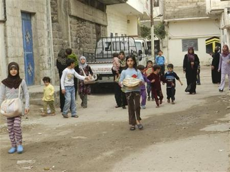 Residents flee their homes after a shelling by forces loyal to Syria's President Bashar al-Assad at Houla, near Homs, November 9, 2012. REUTERS/Misra Al-Misri/Shaam News Network/Handout