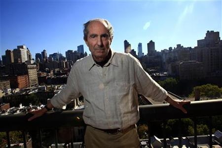 Author Philip Roth poses in New York September 15, 2010. REUTERS/Eric Thayer/Files
