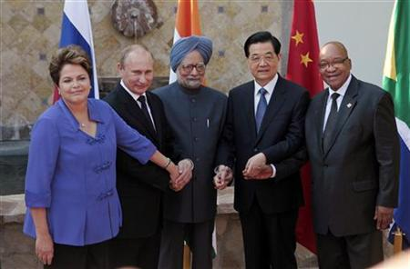 (L-R) Brazil's President Dilma Rousseff, Russia's President Vladimir Putin, India's Prime Minister Manmohan Singh, China's President Hu Jintao and South African President Jacob Zuma pose for a picture after a BRICS leaders' meeting in Los Cabos June 18, 2012. REUTERS/Victor Ruiz Garcia/Files