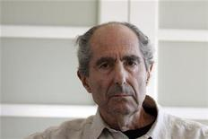 Author Philip Roth poses in New York September 15, 2010. REUTERS/Eric Thayer