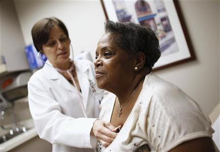 Patient Joan West (R) receives a check up from Dr. Lisa Vinci at University of Chicago Medicine Primary Care Clinic in Chicago June 28, 2012. REUTERS/Jim Young