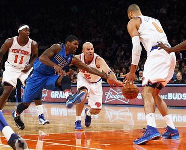 Dallas Mavericks guard O.J. Mayo (2nd L) and New York Knicks point guard Jason Kidd (C) fight for a loose ball in front of Knicks center Tyson Chandler (R) during the first quarter of their NBA basketball game at Madison Square Garden in New York, November 9, 2012. REUTERS/Adam Hunger