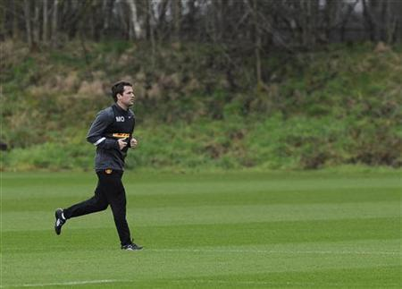 Michael Owen runs during a training session at their Carrington training complex in Manchester, northern England February 22, 2012. REUTERS/Nigel Roddis/Files