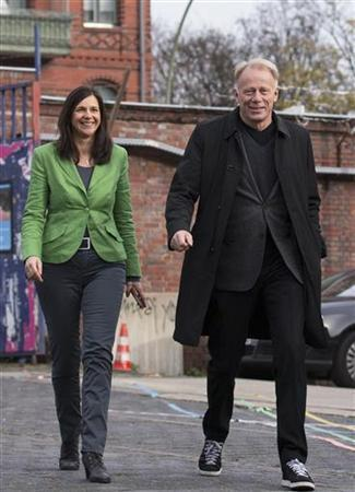 Green Party's Katrin Goering-Eckardt (L) and Juergen Trittin arrive for a news conference in Berlin after they were announced as their party's top-candidates in next year's general election, November 10, 2012. Members of the Green party elected by direct vote Katrin Goering-Eckardt and Juergen Trittin as top candidates for next year's general election. REUTERS/Thomas Peter (GERMANY - Tags: POLITICS ELECTIONS)