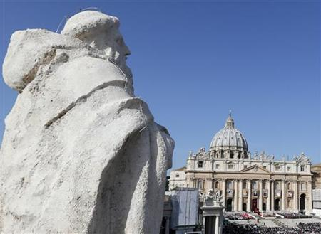 A general view of St. Peter's square as Pope Benedict XVI conducts a special mass in Vatican City in this October 21, 2012 file photograph. REUTERS/Stefano Rellandini/Files