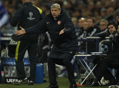 Arsenal's coach Arsene Wenger reacts during their Champions League Group B soccer match against Schalke 04 in Gelsenkirchen November 6, 2012. REUTERS/Ina Fassbender