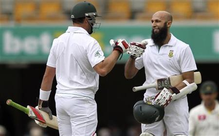 South Africa's Hashim Amla (R) celebrates his century against Australia with his teammate Jacques Kallis during the first cricket test match at the Gabba in Brisbane November 11, 2012. REUTERS/Aman Sharma