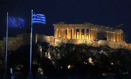A Greek and EU flag flutter by the ancient Acropolis during a final pre-election rally by the conservative New Democracy party in Athens June 15, 2012. Greece holds general parliamentary elections on June 17. REUTERS/Yannis Behrakis (GREECE - Tags: ELECTIONS POLITICS TRAVEL)