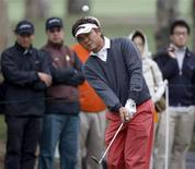 Danny Chia of Malaysia chips the ball onto the ninth green during the third round of the Hong Kong Open golf tournament November 14, 2009. REUTERS/Bobby Yip