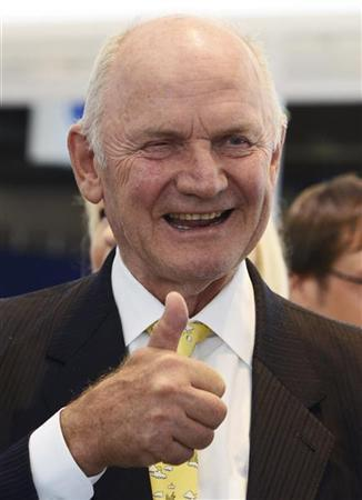Ferdinand Piech, chairman of the supervisory board of German carmaker Volkswagen, gives a thumbs-up during his visit to the IAA truck show in Hanover, September 18, 2012. REUTERS/Fabian Bimmer