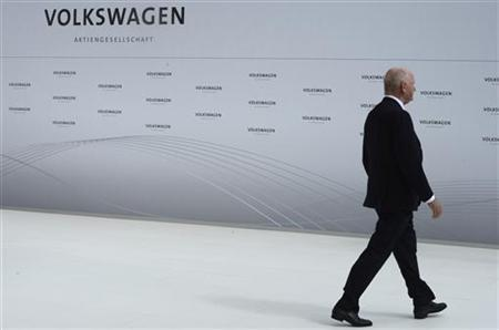 Ferdinand Piech, chairman of the supervisory board of Volkswagen is pictured during a welcome ceremony at the plant of German carmaker Volkswagen in Wolfsburg, April 23, 2012. Picture taken April 23. REUTERS/Fabian Bimmer (GERMANY - Tags: TRANSPORT BUSINESS PROFILE)