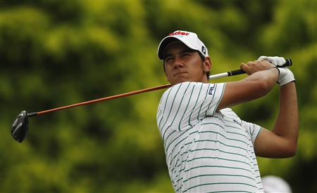 Matteo Manassero of Italy tees off on the 16th hole during the third round of the Barclays Singapore Open golf tournament in Sentosa November 11, 2012. REUTERS/Edgar Su