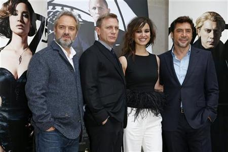 From L-R, director Sam Mendes, actor Daniel Craig, actress Berenice Marlohe and Spanish actor Javier Bardem pose for photographers during a photocall for the film ''Skyfall'' in Paris October 25, 2012. REUTERS/Benoit Tessier/Files