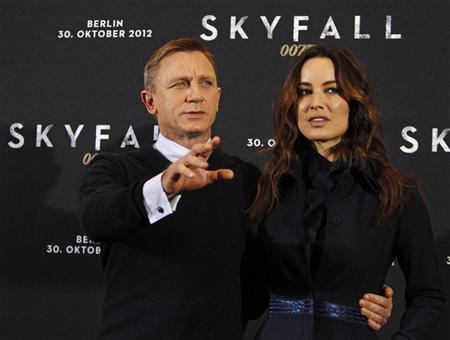 Cast members Daniel Craig (L) and Berenice Marlohe pose for photographers during a photocall to promote their film ''Skyfall'' in Berlin October 30, 2012. The film opens in German cinemas on November 1. REUTERS/Tobias Schwarz
