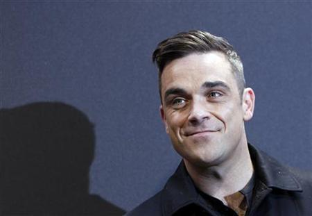 British singer Robbie Williams arrives on the red carpet for the German premiere of ''Cars 2'' in Munich July 28, 2011. REUTERS/Michaela Rehle