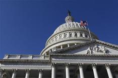 """<p>Un sénateur républicain de premier plan s'est montré confiant dimanche sur la capacité du Congrès américain à trouver un accord permettant aux Etats-Unis de foncer dans le """"mur budgétaire"""" qui se profile. Faute d'accord, des coupes budgétaires et des hausses d'impôt, qui représentent un total de 600 milliards de dollars, risquent de mettre à mal une reprise économique déjà chancelante. /Photo prise le 9 novembre 2012/REUTERS/Larry Downing</p>"""