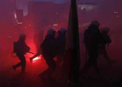 Polish police clash with protesters on national...