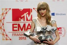 U.S. singer Taylor Swift poses with her Best Female, Best Live and Best Look awards backstage during the MTV European Music Awards 2012 show at the Festhalle in Frankfurt November 11, 2012. Swift made up for disappointment at the Country Music Association awards with three prizes on Sunday at the MTV Europe Music Awards, one of the biggest nights in pop outside the United States. REUTERS/Lisi Niesner