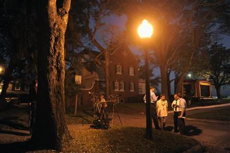 Reporters gather outside a house belonging to Jill Kelley, a long-time friend of the Petraeus family, pictured on Bayshore Boulevard in Tampa, Florida November 11, 2012. REUTERS/Brian Blanco