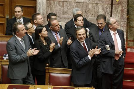 Greek Prime Minister Antonis Samaras and parliamentarians applaud after a vote for the 2013 budget at the parliament in Athens early November 12, 2012. REUTERS/Yorgos Karahalis