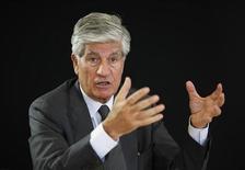 <p>Maurice Levy, président de Publicis. L'action était en tête des hausses du CAC 40 lundi matin à la Bourse de Paris après l'annonce par le groupe d'un rebond de plus de 7% de la croissance organique de son chiffre d'affaires en octobre. Vers 10h30, le titre gagnait 2,7% à 42,195 euros (+18% depuis le début de l'année), tandis que le CAC 40 reculait de 0,16% (+8% depuis janvier). /Photo d'archives/REUTERS/Mal Langsdon</p>