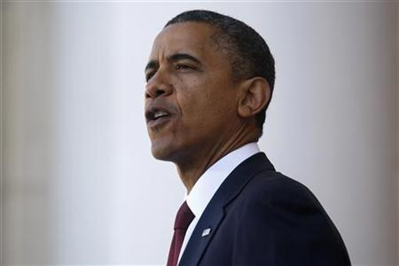 11月12日、米ホワイトハウス当局者は11日遅くにオバマ大統領が、労組や財界、市民団体の指導者らと会談し、「財政の崖」問題を回避するための方策を話し合うと語った。米バージニア州で11日撮影(2012年 ロイター/Jonathan Ernst)