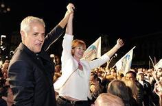 Il governatore della Lombardia Roberto Formigoni con l'ex sindaco di Milano Letizia Moratti. REUTERS/Paolo Bona