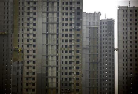 11月12日、中国の姜偉新・住宅都市農村建設相は、2013年に最低500万、最大600万戸の公共住宅の建設を開始する方針を示した。写真は天津で建設中の住宅。9月撮影(2012年 ロイター/David Gray)