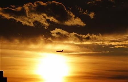 An airplane approaches Newark Liberty International Airport at sunset in New Jersey June 3, 2012. REUTERS/Gary Hershorn/Files