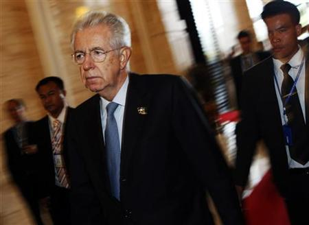 Italy's Prime Minister Mario Monti arrives for a plenary session on the second day of the Asia-Europe Meeting (ASEM) summit in Vientiane November 6, 2012. REUTERS/Damir Sagolj