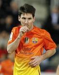 No contento con que su nombre aparezca constantemente en la hoja de goles, el insaciable delantero barcelonista Lionel Messi se ha puesto el listón aún más alto en Liga al anotar al menos dos veces en cada uno de los siete partidos en los que ha marcado. En la imagen, Messi celebra un gol ante el Mallorca, el 11 de noviembre de 2012. REUTERS/Enrique Calvo