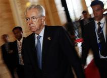 El primer ministro italiano, Mario Monti, dijo el lunes que preferiría no seguir en el cargo tras las elecciones de abril, pese a los peticiones desde varios sectores para que permanezca en su puesto. En la imagen, el primer ministro italiano, Mario Monti, en Vientiane el 6 de noviembre de 2012. REUTERS/Damir Sagolj