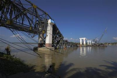 Myanmar quake death toll at 11, aftershocks rumble