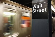 <p>Wall Street a ouvert en légère progression lundi, après ses fortes hausses de la semaine dernière et des informations rassurantes en provenance de Chine. L'indice Dow Jones gagne 0,11% dans les premiers échanges, le Standard & Poor's 500 progresse de 0,28% et le Nasdaq Composite prend 0,51%. /Photo d'archives/REUTERS/Shannon Stapleton</p>