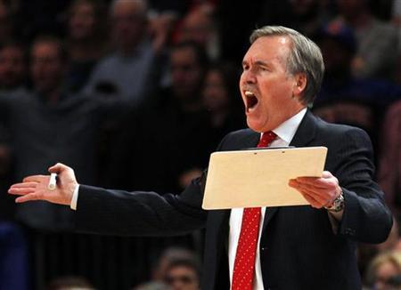 New York Knicks head coach Mike D'Antoni reacts to a call late in the fourth quarter against the New Orleans Hornets during their NBA basketball game at Madison Square Garden in New York, February 17, 2012. REUTERS/Adam Hunger
