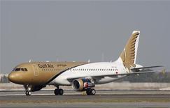 <p>La compagnie aérienne nationale de Bahreïn Gulf Air a conclu un accord avec Boeing revoyant à la baisse ses commandes de 787 Dreamliner et a également modifié ses commandes d'Airbus. /Photo d'archives/REUTERS/Hamad I Mohammed</p>