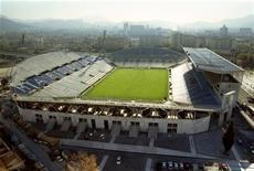 <p>Le stade Vélodrome de Marseille devrait changer de nom en 2013 mais le choix de l'entreprise privée qui accolera son nom à celui de l'enceinte sportive n'est pas encore arrêté. /Photo d'archives/Jean-Paul Pélissier</p>