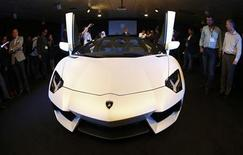 Journalists inspect the new Lamborghini Aventador LP 700-4 Roadster during its unveiling in Singapore November 12, 2012. REUTERS/Edgar Su