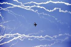 <p>Le Commissaire européen à l'Action pour le climat, Connie Hedegaard, a annoncé lundi que la taxe carbone à laquelle les compagnies aériennes sont assujetties pour les vols à destination et en provenance de l'Union européenne va être suspendue sous condition. /Photo d'archives/REUTERS/Marko Djurica</p>