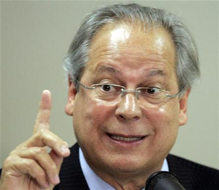 Jose Dirceu, former cabinet chief to Brazilian President Luiz Inacio Lula da Silva, gestures as he speaks to the media during a news conference in Sao Paulo August 30, 2007. REUTERS/Paulo Whitaker