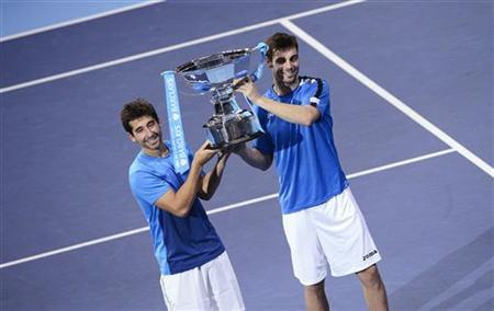 Spain's Marcel Granollers (R) and Marc Lopez hold the trophy after defeating India's Mahesh Bhupathi and Rohan Bopanna in their doubles final tennis match at the ATP World Tour Finals at the O2 Arena in London November 12, 2012. REUTERS/Dylan Martinez