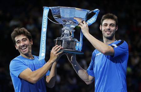 Spain's Marcel Granollers (R) and Marc Lopez hold the trophy after defeating India's Mahesh Bhupathi and Rohan Bopanna in their doubles final tennis match at the ATP World Tour Finals at the O2 Arena in London November 12, 2012. REUTERS/Suzanne Plunkett