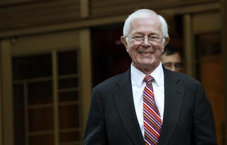 Money market pioneer Bruce Bent leaves the Manhattan Federal Court in New York October 11, 2012. Bent took a swipe at the U.S. government's response to the 2008 financial crisis when he testified at his own trial on Thursday, describing the desperate situation that led to the death of his conservative fund. REUTERS/Andrew Kelly