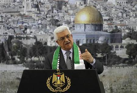 Palestinian President Mahmoud Abbas speaks during a ceremony marking the eighth anniversary of the death of late Palestinian leader Yasser Arafat in the West Bank city of Ramallah November 11, 2012. REUTERS/Mohamad Torokman