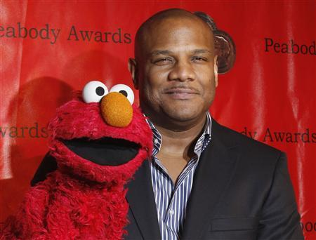 Voice actor Kevin Clash arrives with the puppet Elmo for the 2010 Peabody Award ceremony at the Waldorf Astoria in New York in this May 17, 2010 file photo. Clash, the puppeteer who controlled the iconic ''Sesame Street'' character Elmo, took a leave of absence from the Sesame Workshop after he was accused of having a sexual relationship with a 16-year-old boy, producers said on November 12, 2012. REUTERS/Lucas Jackson/Files