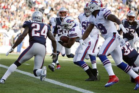 Buffalo Bills running back Fred Jackson runs into the end zone for a touchdown against the New England Patriots during the second quarter of their NFL football game in Foxborough, Massachusetts, November 11, 2012. REUTERS/Dominick Reuter