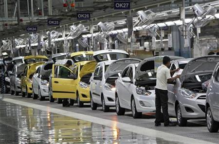 Workers assemble cars inside the Hyundai Motor India Ltd. plant at Kancheepuram district in Tamil Nadu October 4, 2012. REUTERS/Babu